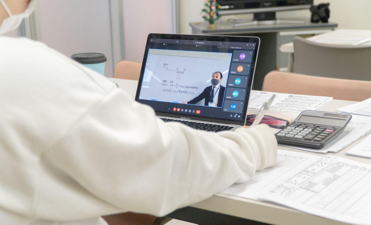オンラインor通学型 自分のペースで受講できる